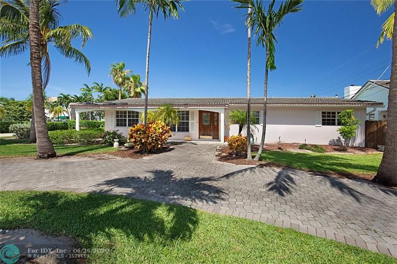 This home is located in the Lake Placid section of beautiful Lighthouse Point! Literally a block from one of our two biggest recreational parks in the city. This is a three bedroom/two bath home with a pool that sits on a very nice corner lot. The interior has a very spacious floor plan with a large dining and living room area, an elongated kitchen with a center island, as well a nice size family room that overlooks the pool.