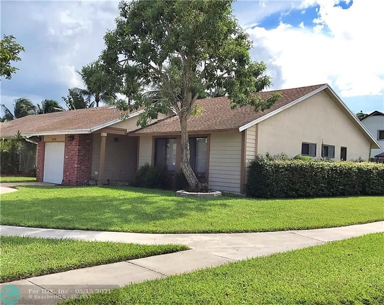 This charming, updated 3/2 is an ideal home for you and your family.  Large fenced-in back yard with shed.  Circular driveway with pavers.