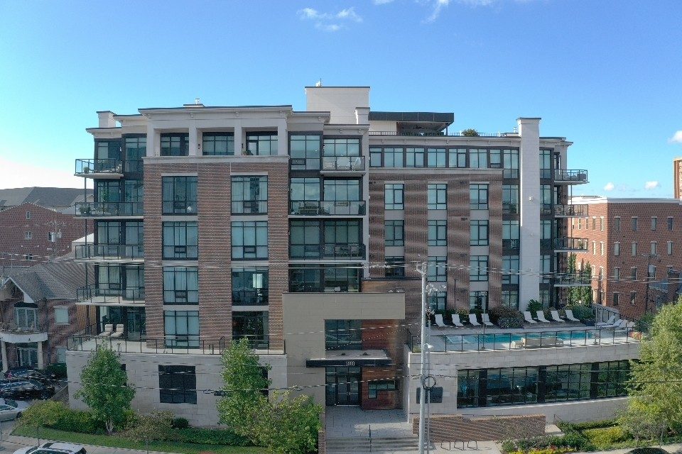 Spacious and bright 2 bed / 2.5 bath unit with floor to ceiling windows and large balcony that features modern designer finishes, fixtures and window treatments.  Located in Midtown, this 27 unit luxury building is steps from Vanderbilt, Centennial Park, restaurants, etc.  With areas to relax and work, including a large sky deck, pool, residents lounge, meeting room, gym, dog park the Poston offers it all. Unit comes with 2 assigned covered parking spaces as well.