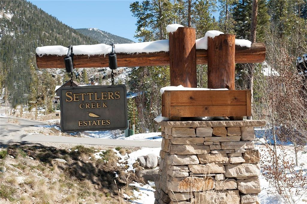 Settlers Creek Estates is located just down the road from the River Run Gondola for easy access to skiing. NOTE: Drawn homesite border is an estimate of the site boundaries.