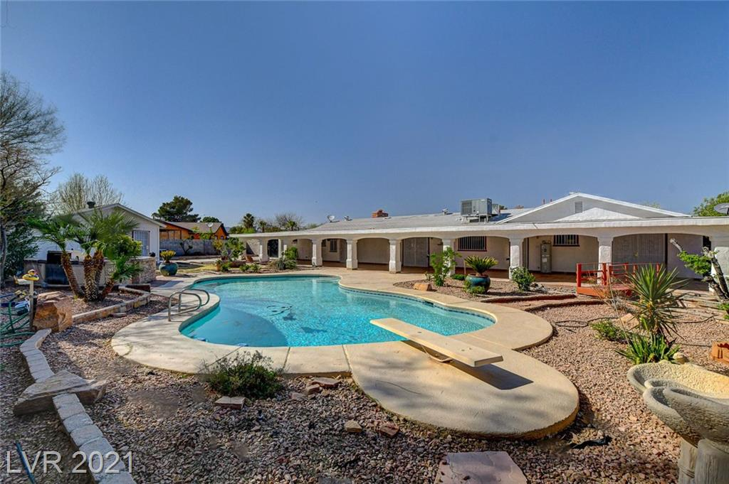 BEAUTIFUL RANCH STYLE POOL HOME with built in BBQ! Home is truly an entertainers dream! Home sits on almost a half acre! This fantastic property has a detached workshop. Outside RV parking, beautiful & easy to maintain backyard/landscaping. Schedule a time to view this home won't last long!