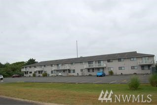 Now vacant  2 bedroom beach condo close to all amenities of down town Ocean Shores. This first floor corner unit has lots of beautiful light from the big windows. Sold As-is. Lifetime Community Club Member.  There is also an electric hookup in the parking area of this unit.