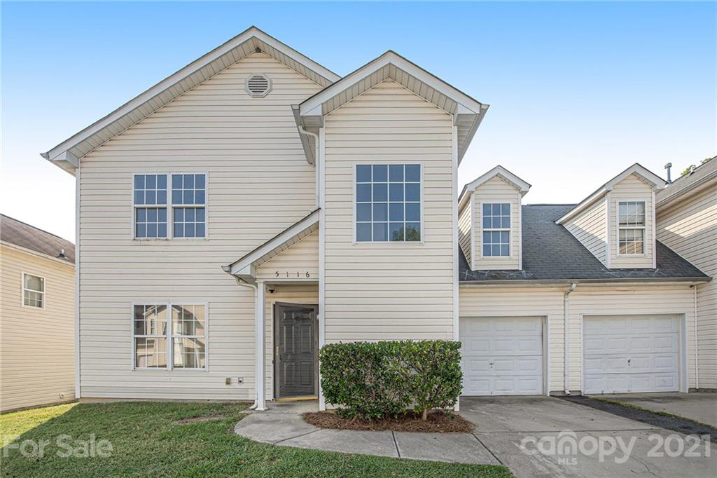 Come check out this 3 bed, 2/1 bath with a bonus room and one car garage.