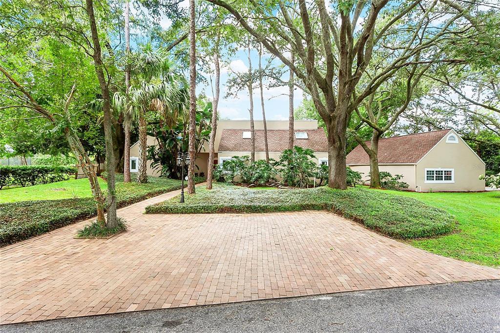 9512 Windsong Lane, Tampa, FL 33618