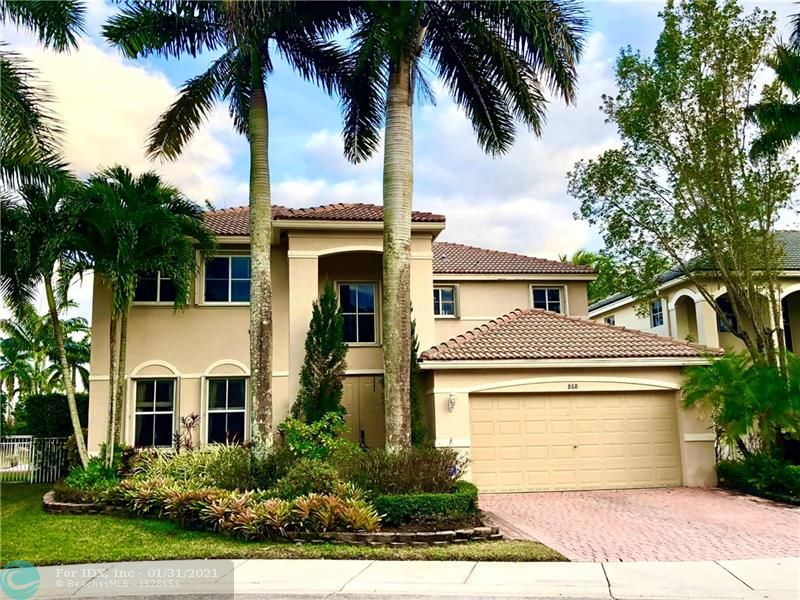 ***JUST LISTED*** Don't miss the Opportunity to Live in this Beautiful 5Br/4Bth Water Front Home in Savanna!!! Updated Kitchen with Dark Wood Cabinets, Stainless Steel Appliances, High Ceilings, Modern Wood Like Floors Upstairs, Large Master Bedroom with 2 Walk In Closets, 1 Ground level Bedroom, Private Back Yard with Retractable Awnings Perfect for Entertaining, Room for a Pool, Accordion Shutters. Savanna has one of the Nicest Clubhouses in Weston with 3 Pools, Cafe, Soccer Field, Kids Playground, Basketball and more.......... A+ Rated Schools. Easy to Show.