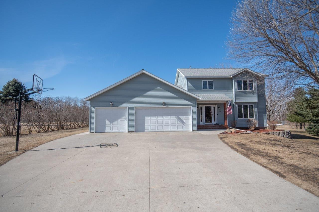 Gorgeous custom built home located in the Morning View Development. This 4 bed/3bath  home is located on a large 1.67 acre wooded  lot with a private back yard.