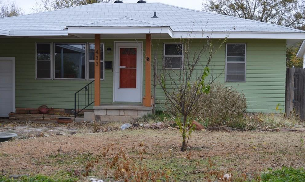 Cute home near near Downtown and Campus. Three beds, 1 bath, 1 car garage and a carport. Hardwood floors, lots of storage cabinets, and a brand new furnace installed on 11/8. Interior is getting a whole house paint job, so don't be worried about the bright colors.