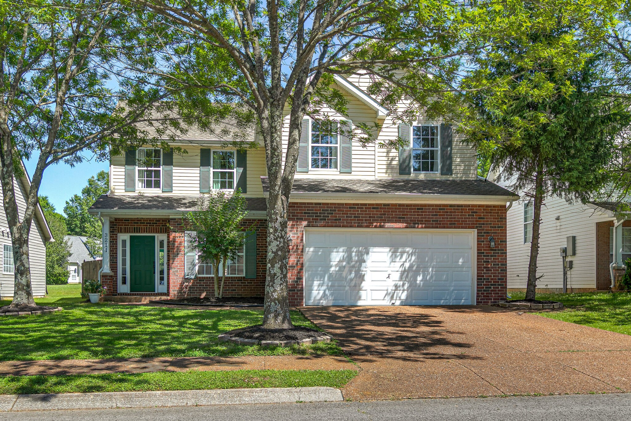 Lovely light-filled home with stylish updates including quartz countertops and stainless appliances. Great lot backing up to green space and just steps from a wooded walking trail. Neighborhood amenities include pool and playground and incredible green spaces in this convenient location near downtown Franklin.