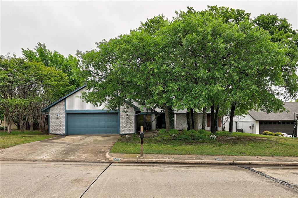 Beautifully updated home in Brookhaven North community. Stunning open entry with two oversized living areas. Second living space wired for surround sound. Perfect for entertaining or kids playroom. Updated kitchen and bathrooms with granite countertops. Stainless steel appliances in kitchen. New roof, energy efficient fans throughout and an updated HVAC. Mature shade trees on a spacious lot. Located one block from City park. It can be your home today!!