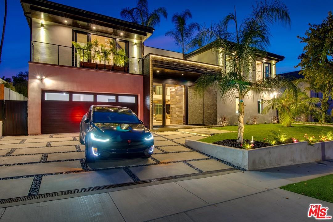 2021 SANTIAGO Drive, Newport Beach, CA 92660