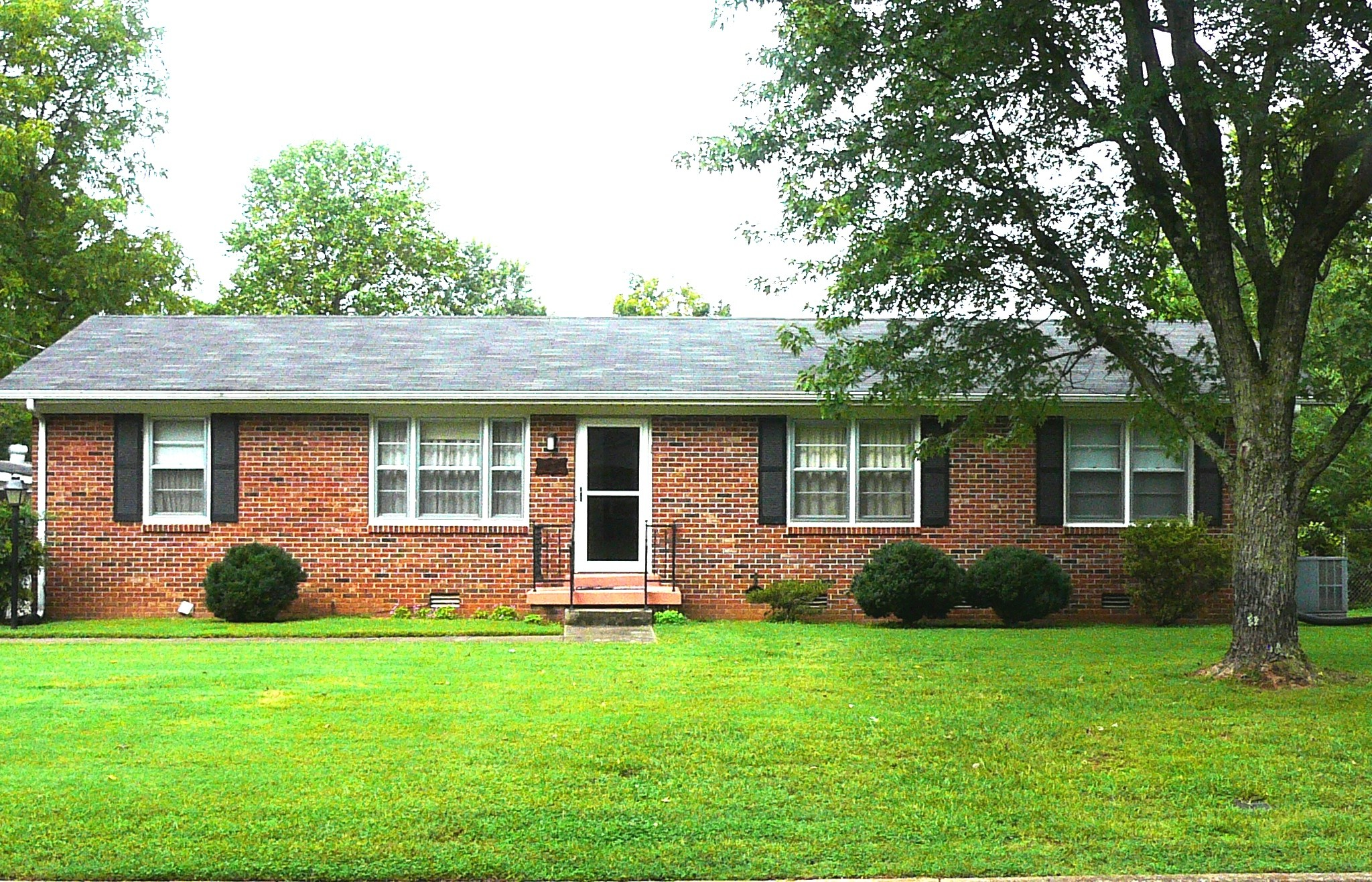 """926 Temple Ct, Murfreesboro, TN is a single family home 2,271 sq ft.  3 Bedroom & 2 bathrooms. Big yard, Rocking Chair Back Porch, Workshop/Shed and Hot Tub.  Extra Room .  Phone in workshop/heat/cool.  Carport and Fenced In Yard. Close to MTSU, Shopping, Restaurants and Downtown.  Door Prize Drawings and other things at """"Open House"""" Saturday, 10/31."""