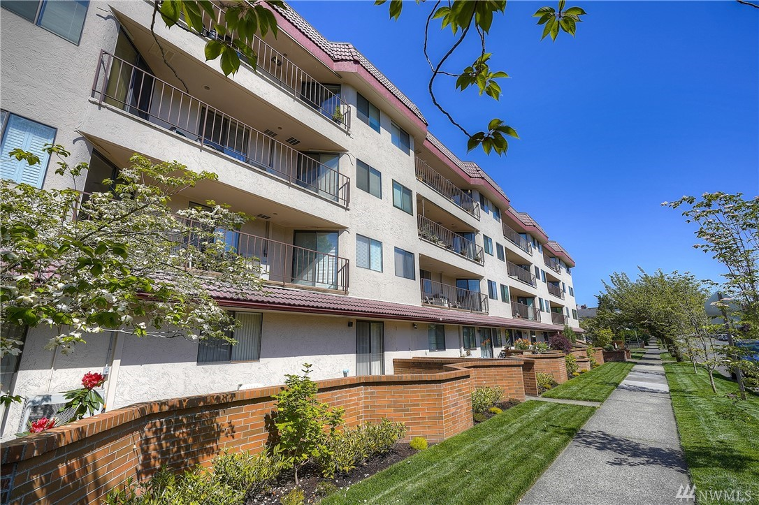 Updated one story condo in the established Stadium District w/ shy 1500 SF, 2 bed/ 2 bath, an elevator & secure parking! Features include an updated kitchen incl stainless appls/ quartz counters/ a pantry, a great rm w/ a gas FP & a walk-out deck, a master suite w/ a bath incl 2 sinks & an XLRG walk-in closet, and an XLRG utility rm w/ storage. Bonus: new wide-plank flooring, efficient ductless mini split heat/ AC, tons of storage, well-funded & managed HOA! Walk to Stadium and Old Town. Enjoy!