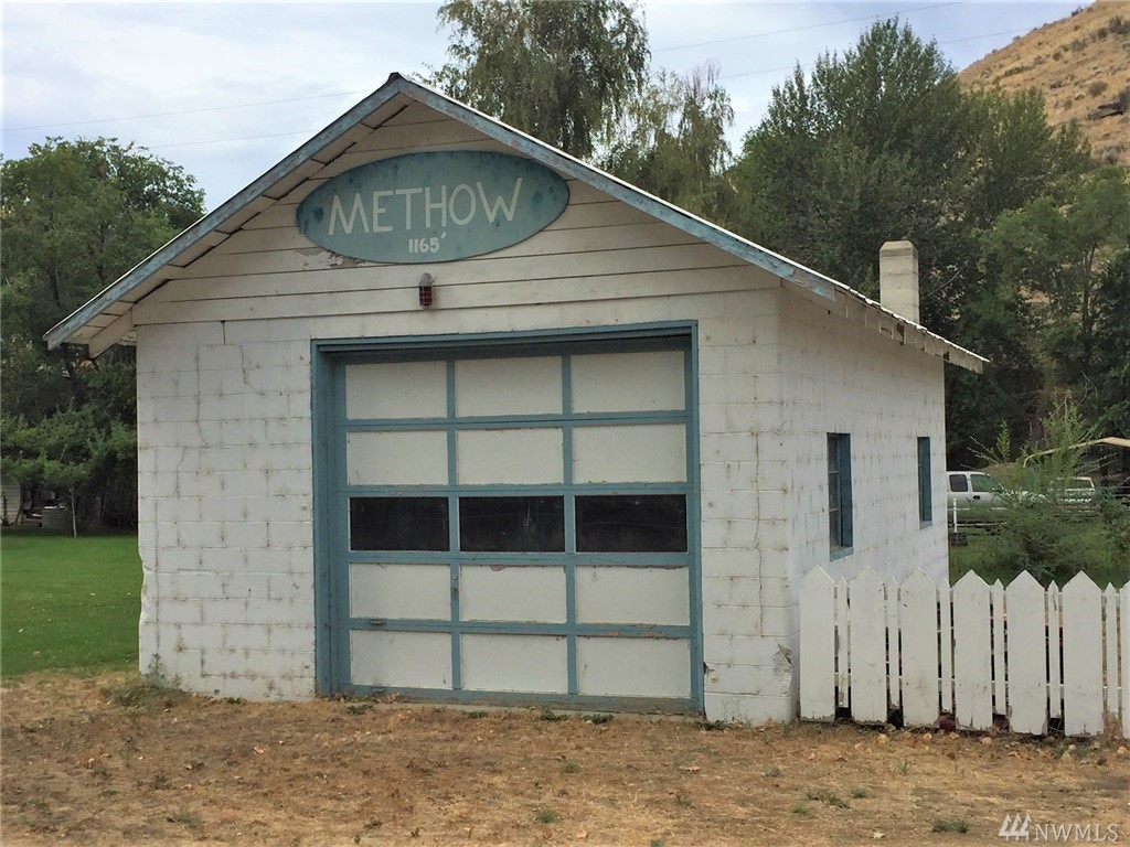Methow original firehouse on Hwy 153. The 540' garage will make a fine commercial space or serve as covered parking for a nearby lot. Options are limitless for this one room historic building. Power is disconnected, no water hook up.