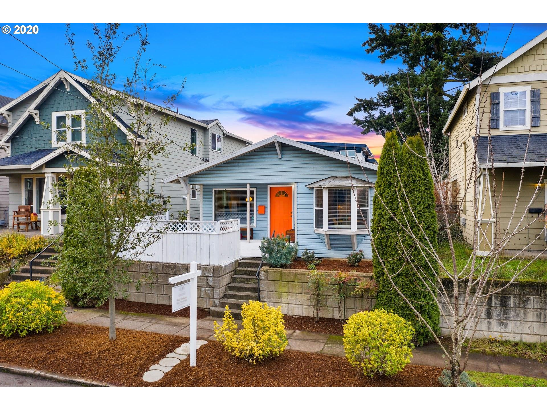 Turn key Arbor Lodge Bungalow. Incredible location; 5 min walk to New Seasons/Peninsula Park/MAX line! 5 mins to Adidas, 15 mins to PDX, freeway access. Home offers 3 beds/ 2.5 baths, 95% furnace/AC, hardwood floors, family room in lower (or 4th bed w/ half bath), skylights, landscaped/fenced back yard + LARGE detached garage/shop. Master suite on Main level w/ a step in shower! Lower electric bill w/ Solar! See 3D tour/Floorplan. 91 BIKE SCORE! RM3 Zoned for development! [Home Energy Score = 7. HES Report at https://rpt.greenbuildingregistry.com/hes/OR10025281]