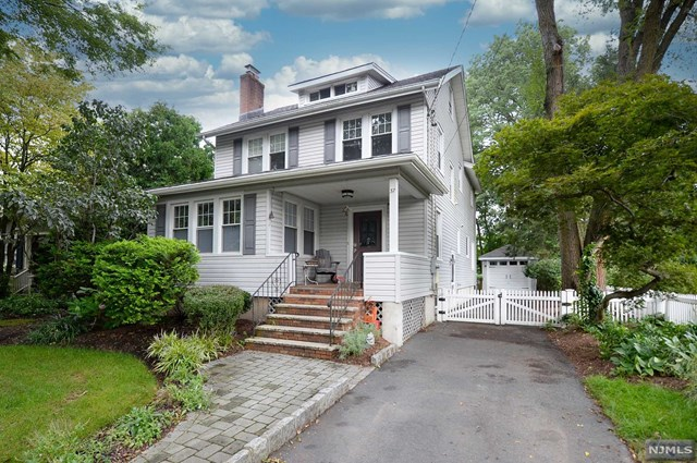 WELCOME HOME TO THIS BEAUTIFUL SIDE HALL COLONIAL IN GLEN ROCK! WALK INTO THE LIVING ROOM WITH FIREPLACE AND A BRIGHT FRONT ROOM THAT CAN BE USED FOR ANYTHING YOU DESIRE. FORMAL DINING ROOM, HALF BATH AND MODERN EAT IN KITCHEN WITH STAINLESS STEEL APPLIANCES, TILE BACKSPLASH, GRANITE COUNTERS AND A CENTER ISLAND FOR ADDITIONAL SEATING. BACK DOOR WITH  ACCESS TO THE YARD AND DRIVEWAY GIVES THIS SPACE A GREAT FLOW!  UPSTAIRS FEATURES 4 BEDROOMS AND 2 BATHS INCLUDING A LARGE SUITE WITH A WALK IN CLOSET AND ENSUITE BATH. UNFINISHED BASEMENT. THE HOUSE HAS BEEN FRESHLY PAINTED AND HAS GREAT DETAILS LIKE PARQUET FLOORING WITH INLAY,CROWN MOLDING,AND PLENTY OF NATURAL LIGHT.  A 3-FLOOR ADDITION OF BASEMENT,LARGE FAMILY ROOM AND PRIMARY SUITE WAS INSTALLED IN 2010.CLOSE TO PARKS, SCHOOLS, SHOPPING AND TRANSPORTATION.