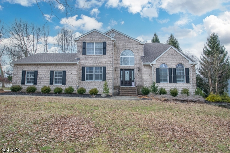 """Spectacular Custom Quality Updated Colonial in Highly Desirable """"Forest Hollow"""".Light Filled 2 Story Foyer Opens to Sunken LR w/Vaulted Ceiling, Hardwood Flrs throughout 1st Level, Decorative Columns, Wood Burning Marble Hearth Fireplace in Family RM, Recessed Lighting throughout. Formal DR w/Crown Molding Opens to Kitchen w/ 42"""" Cabinetry, Granite Counters, SS Appliances & Sink. 2nd Floor Boasts 4 Bedroom, 2 Full Baths. MBR Offers Hrdwd Flrs, Walk-in Closet, Ensuite Bath w/Soaking Tub, New DBL Vanity, Beautiful Modern Finishes. Spacious, Custom Finished Basement w/ Workshop Area, Wall to Wall Carpet, Recessed Lighting. Beautifully Landscaped, Underground Sprinkler System, New Deck, Too Many Upgrades to List! Close to schools  & Shopping, WON'T LAST!"""