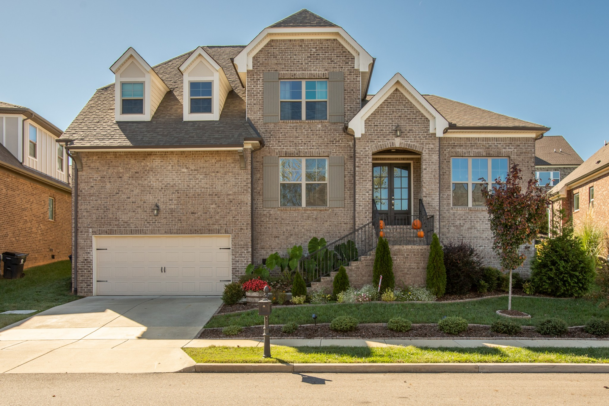 Motivated Seller!  This amazing home is move-in ready. Beautiful 4 bed/ 3.5 bath home in the desirable Canterbury community. Great amenities and less than a mile from the new Williamson K-8 schools. Are you looking for an open concept with master on the main, a gorgeous kitchen with white cabinets and granite throughout, formal dining room along with an office, a  Master bath with double vanities, great front porch, glass tile shower & walk in closet. This is it!    Don't miss this beauty!