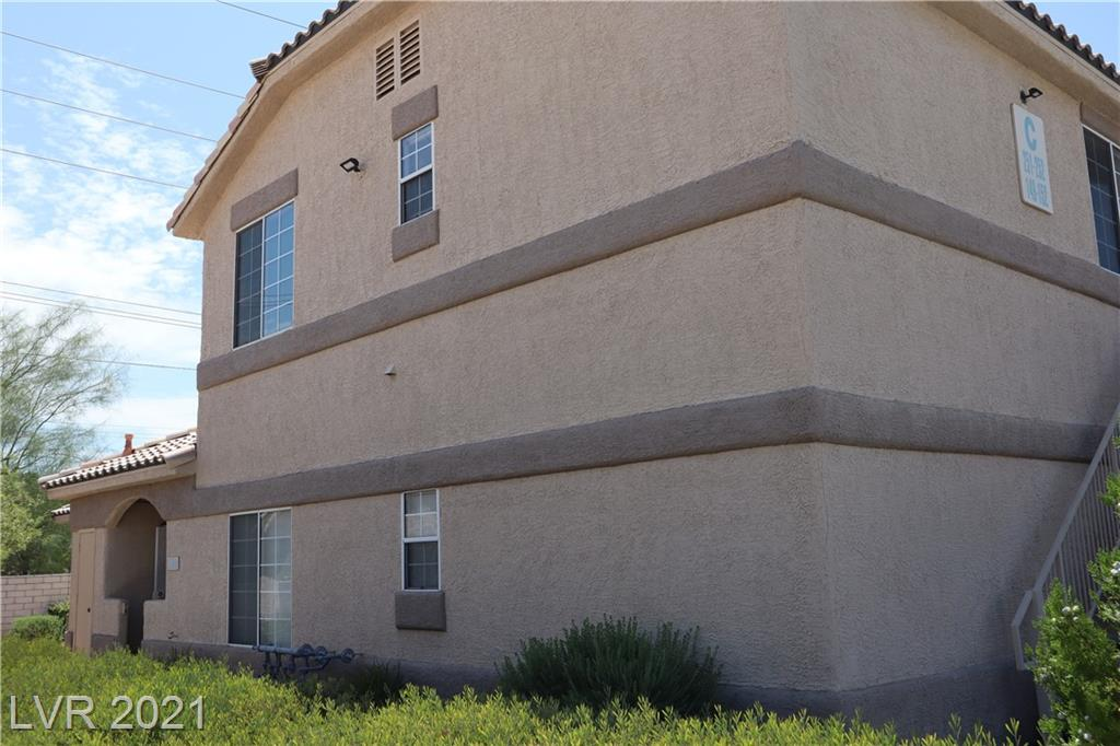 """First floor uniit located in the well maintained community of Manetta Lane. 2 Bedrooms, 2 full bathrooms, laminate kitchen countertops. Community features a pool, spa, clubhouse and is close to many shopping centers, restaurants, medical facilities and the freeway. A nice investment property or nice first home. Property is sold """"as-is"""" and needs new carpet and interior paint which makes this a great handyman / fixer upper special."""