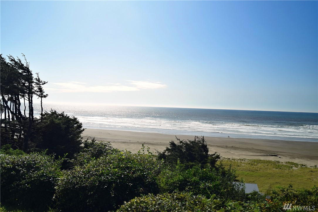 Incredible ocean view property with water, sewer, and power available. This  neighborhood has some of the most beautiful homes and ocean views on the entire Washington Coast. Close to the Ocean Crest and Seabrook amenities this property is totally awesome.