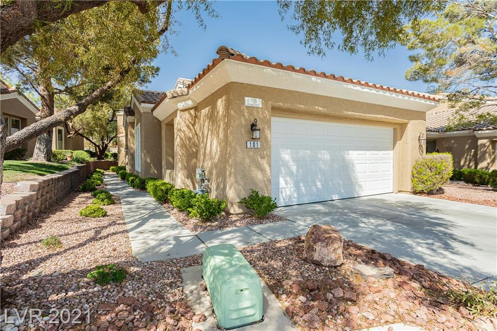 Beautiful townhome in the Summerlin Trails Village.