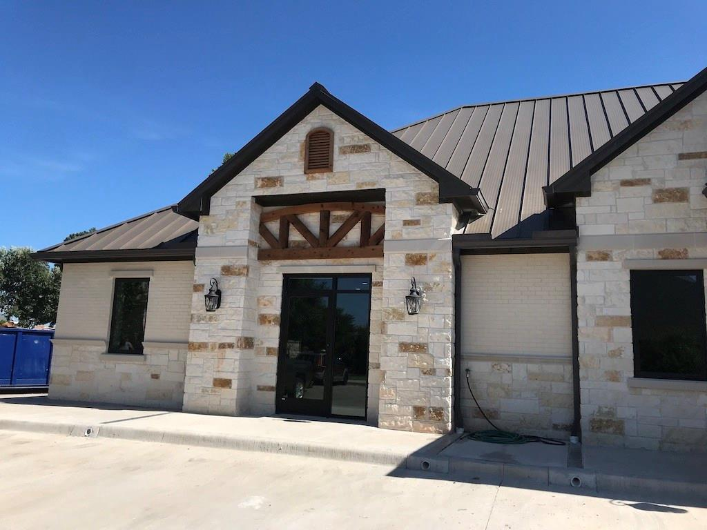 Beautifully finished brand new construction with easy access to to Hwy 75 with 900-1,206 sq.ft available.  900 sqft would have 2 private offices; 1,025 sqft would have 3 private offices; 1206 sqft would have 4 private offices.  Features include: Rounded corners, Auto interior lights, Solid core doors, Modern finishes, Coffee bar, Anderson rollout windows, Granite, Tile, Carpet, Recessed lighting.  Base rent is twenty five dollars per square foot. Application fee $40 per applicant. All LLC's, Corporations, etc must have a Guarantor.
