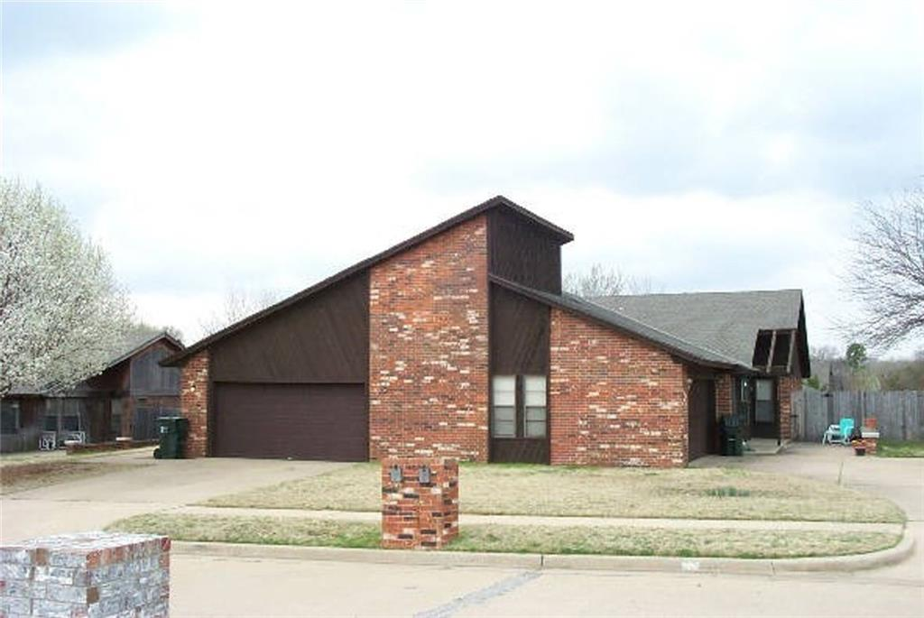 Investors look no further, duplex for renters.  Great investment, 3 bedrooms 2 bathrooms on each side.  More pictures to come. MUST give minimum 24 hour notice please call/text Andrea Dillard for info. 405-517-9743  Property Manger or Realtor will meet you for showing since occupied.