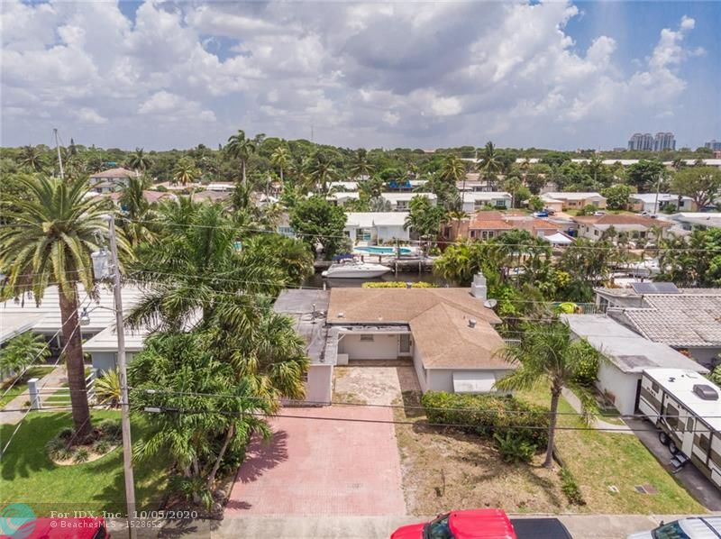 GROUND FLOOR OPPORTUNITY TO PURCHASE THIS HOME AND REDUE OR REBUILD FROM SCATCH ! THIS 2 BED/2 BED HOME HAS UNRESTRICTED OCEAN ACESSS WITH NO FIXED BRIDGE. 75 FEET OF SEAWALL AWAITS THE BOATER WITH A DREAM TO BUILD A CUSTOM HOME FOR THEMSELVES ! GREAT LOCATION NEAR RESTURANTS,STORES, SHOPPES, AIRPORT AND DOWNTWON LAS OLAS !