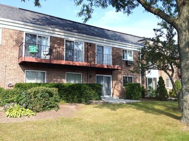10369 DEARLOVE Road 1I, Glenview, IL 60025