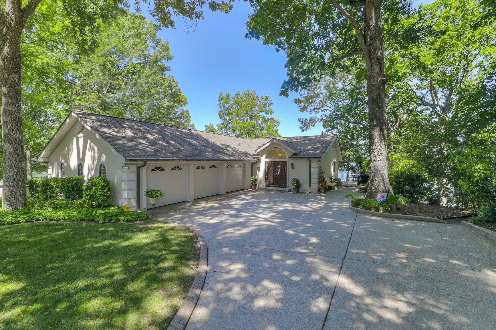 Amazing panoramic 360 views of Old Hickory Lake. Open floor plan w/ high ceilings. Hardwood/slate/tile/carpet floors. Deep water dock with lift. deep 3 car garage, new roof in 2012,18 x 18 florida room/sunroom is heated/cooled or screened porch. Unforgettable views thru the replaced picture windows & casement windows throughout the home. Granite in kitchen w/ maple cabinets. Hvac's in 2012 & 2016, New hot water heater, on city sewer w/ lifetime service warranty, home office off garage.