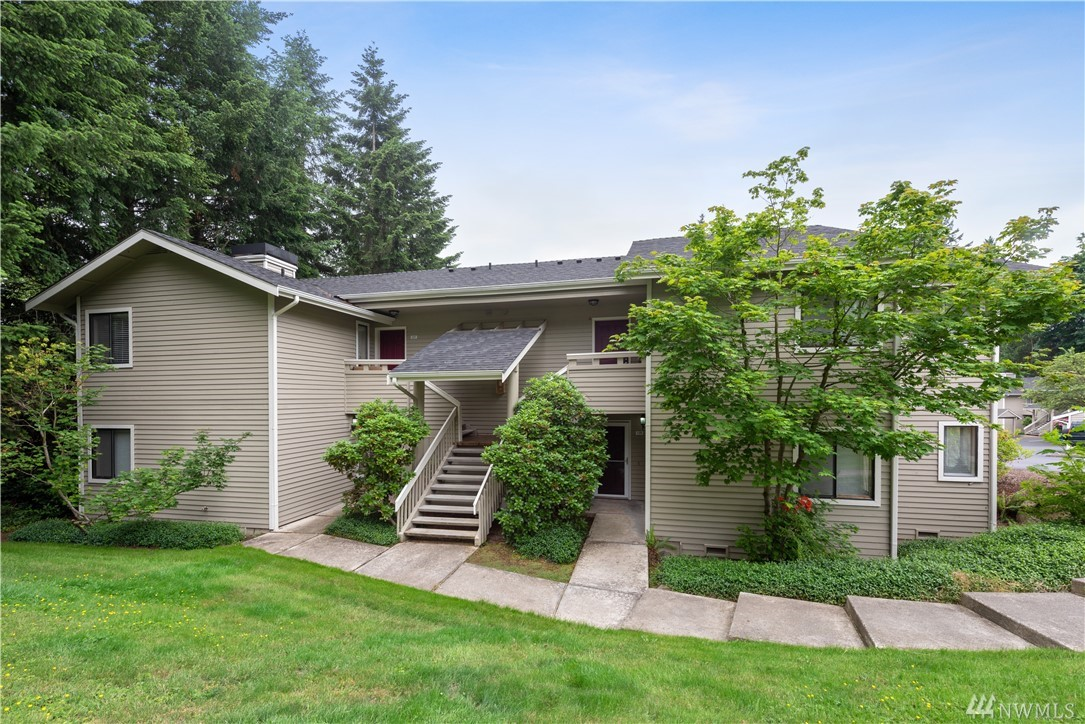 PRICE IMPROVEMENT - Enjoy the newly remodeled two-bedroom condo in the highly desired Pointe East! The updated kitchen provides new quartz counters & stainless steel appliances. Spacious master suite w/ ample storage space & fully remodeled 3/4 attached bathroom. Private 2nd bedroom w/full bath. Covered patio area perfect for entertaining. New carpet - completely move in ready! Amenities include pool, hot tub, gym & club house. Minutes to Microsoft, Downtown Redmond & more! NO RENTAL CAP!