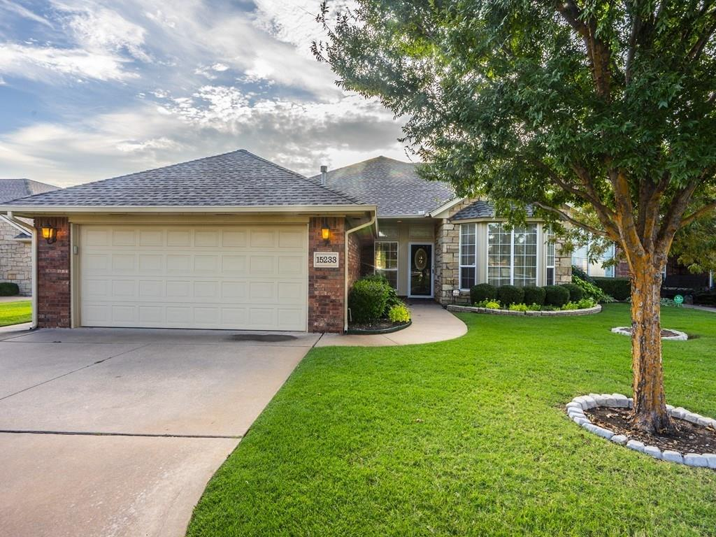 WONDERFUL GATED AREA IN GREAT LOCATION! CLOSE TO SHOPPING AND EXPRESSWAY.  THIS THREE BEDROOM DUPLEX HAS STUDY, TWO EATING AREAS, LARGE LIVING AREA, COVERED PATIO, NICE SIZE BACKYARD, SPRINKLER SYSTEM, NEWER H&A, COMMUNITY POOL AND CLUBHOUSE.  NEEDS SOME UPDATING BUT WONDERFUL FLOOR PLAN.