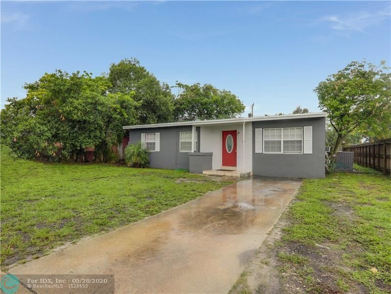 Single family 4 bedroom 2 bathroom home in Fort Lauderdale. Home features tile flooring throughout except for the master, which has carpet, separate laundry room, extra large fully fenced yard, freshly painted exterior, brand new cabinetry and counter tops in kitchen.