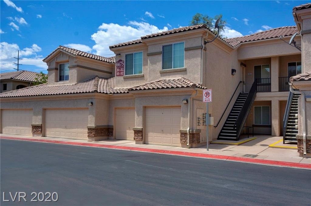 BEAUTIFUL 3 BR, TOP FLOOR CONDO LOCATED IN GATED COMMUNITY WITH EXCELLENT PROXIMITY TO SHOPPING AND FREEWAY ACCESS - STUNNING MTN VIEWS.  KITCHEN BOASTS UPGRADED MAPLE CABINETS, CARPET IS BRAND NEW AND UNIT HAS BEEN RECENTLY PAINTED.  (1) CAR GARAGE, COMMUNITY POOL, PARK & BBQ AREA.