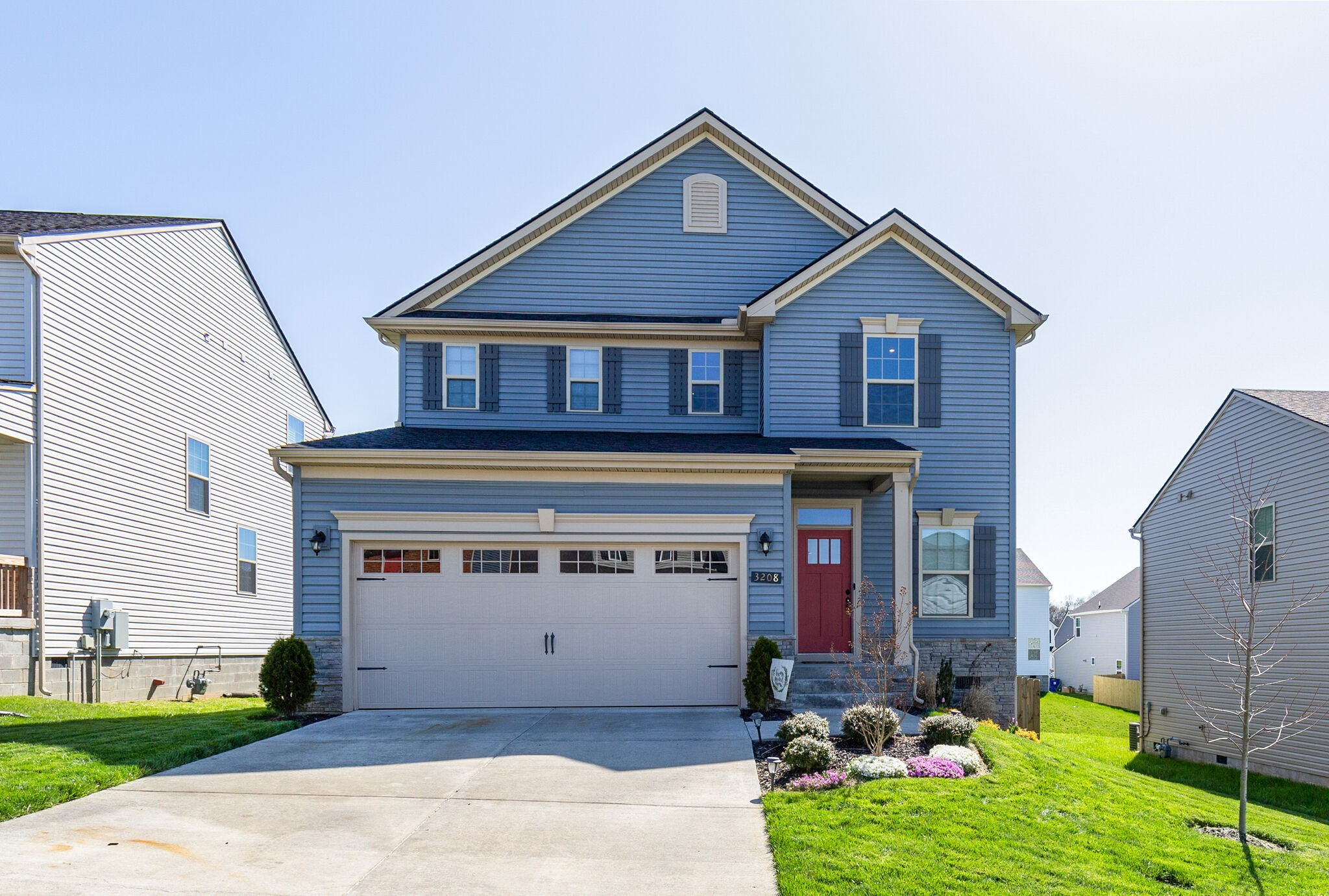 This Well Maintained home sits within mins of Saturn Pkwy, accented stone, Strongly equipped with Granite  Counters, Engineered Hardwoods & Espresso Cabinets, SS Appliances, Large Kitchen Island with Bar Stool Seating and Opens to Family Room Looking out at Fenced Backyard, Wonderful Neutral Colors that goes with anything, French Door Fridge stays,Tiled Master Shower, Extra Storage in Garage, Thick Lush Lawn, Low HOAs.