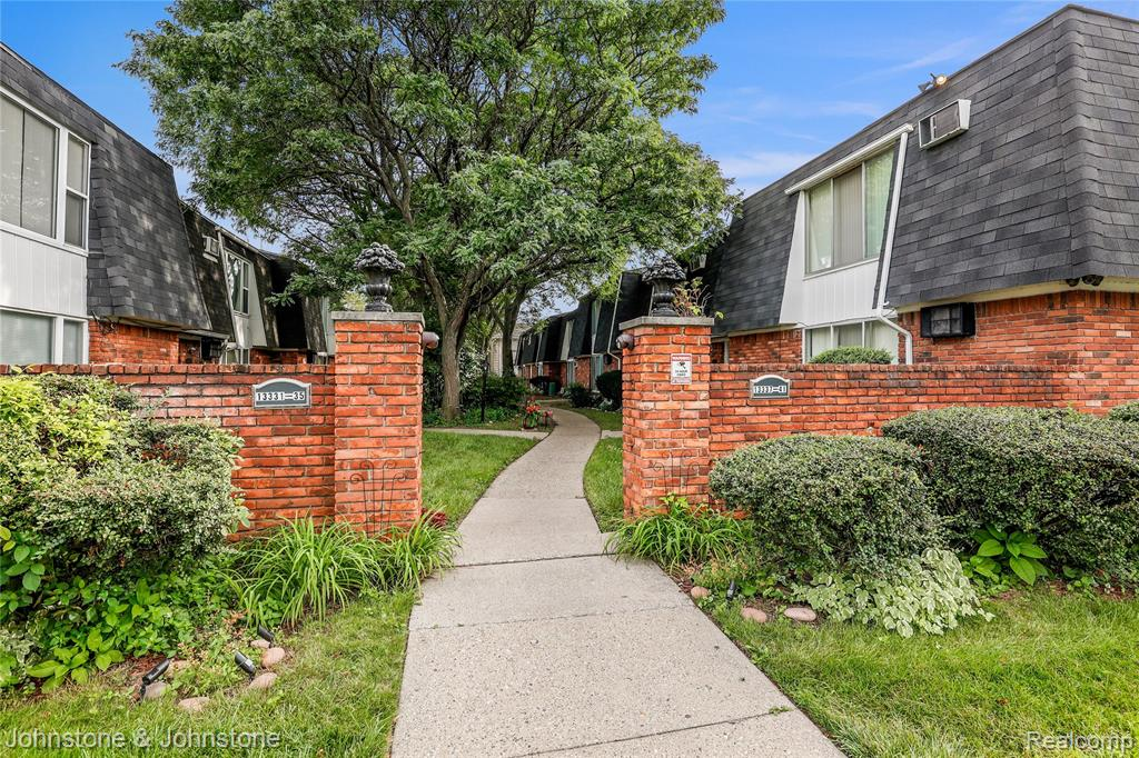 Tucked off the street through a charming courtyard you will find this spacious move-in ready 2 bed 1 bath upper condo. Freshly painted. Huge master bed, and lots of storage space including an 11' x 5' room in unit and a secure 6' x5'  basement storage locker. Walking distance to shops, restaurants, and schools. Just minutes from downtown Ferndale! Low HOA fee includes heat, water, maintenance, master insurance policy, snow removal, and landscaping. Cash only.