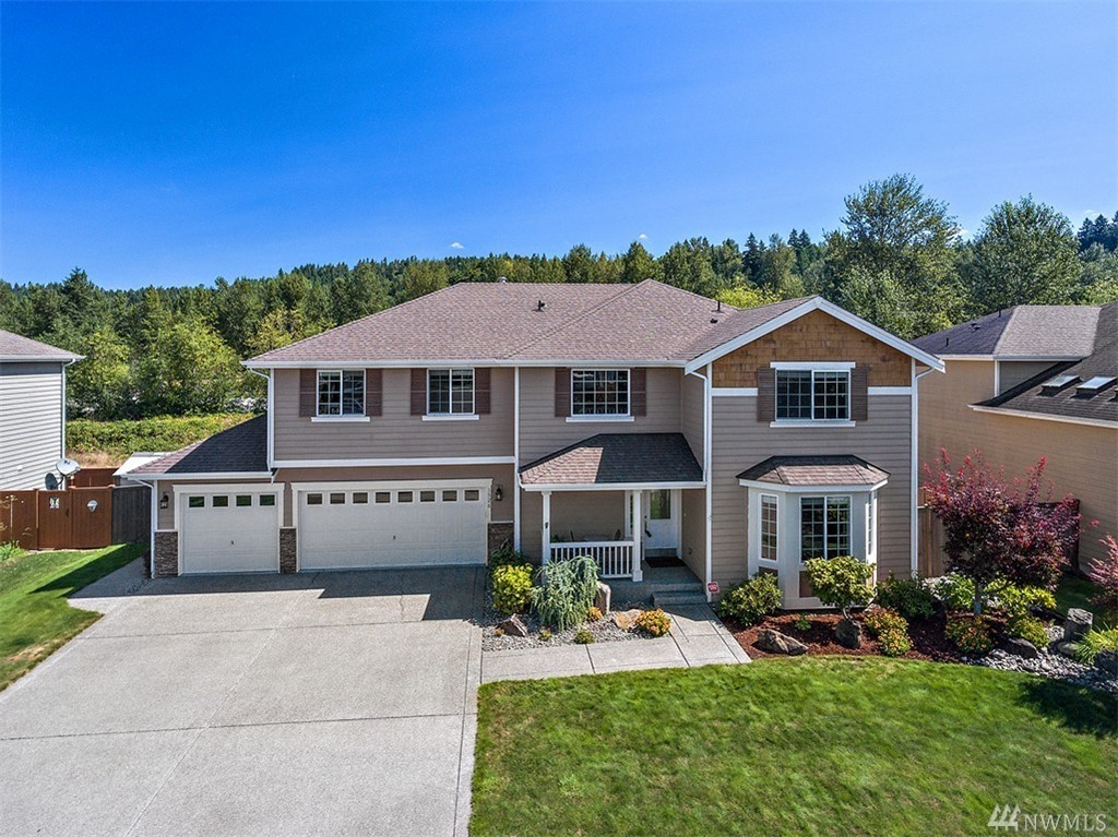Looking for a 2596 SF/4BR/2.5BA/2 LIV/3 CAR GAR home with stunning river views? This River Edge beauty checks all the boxes! You will love the bright & airy feel w/soaring ceilings, hardwoods, island kitchen w/SS app, granite counter-tops, double oven & pantry. Living rm w/bayed window & fireplace. Dining rm w/coffered ceiling. Master suite w/2 walk-in closets MB w/spa-like tub! A/C, Tool Shed, Fully fenced w/no rear neighbors for privacy. Backs to trail for scenic nature walks & bike rides!