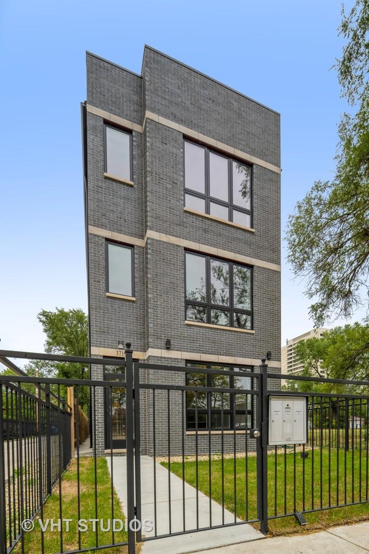 3713 S Giles Avenue, Chicago, IL 60653