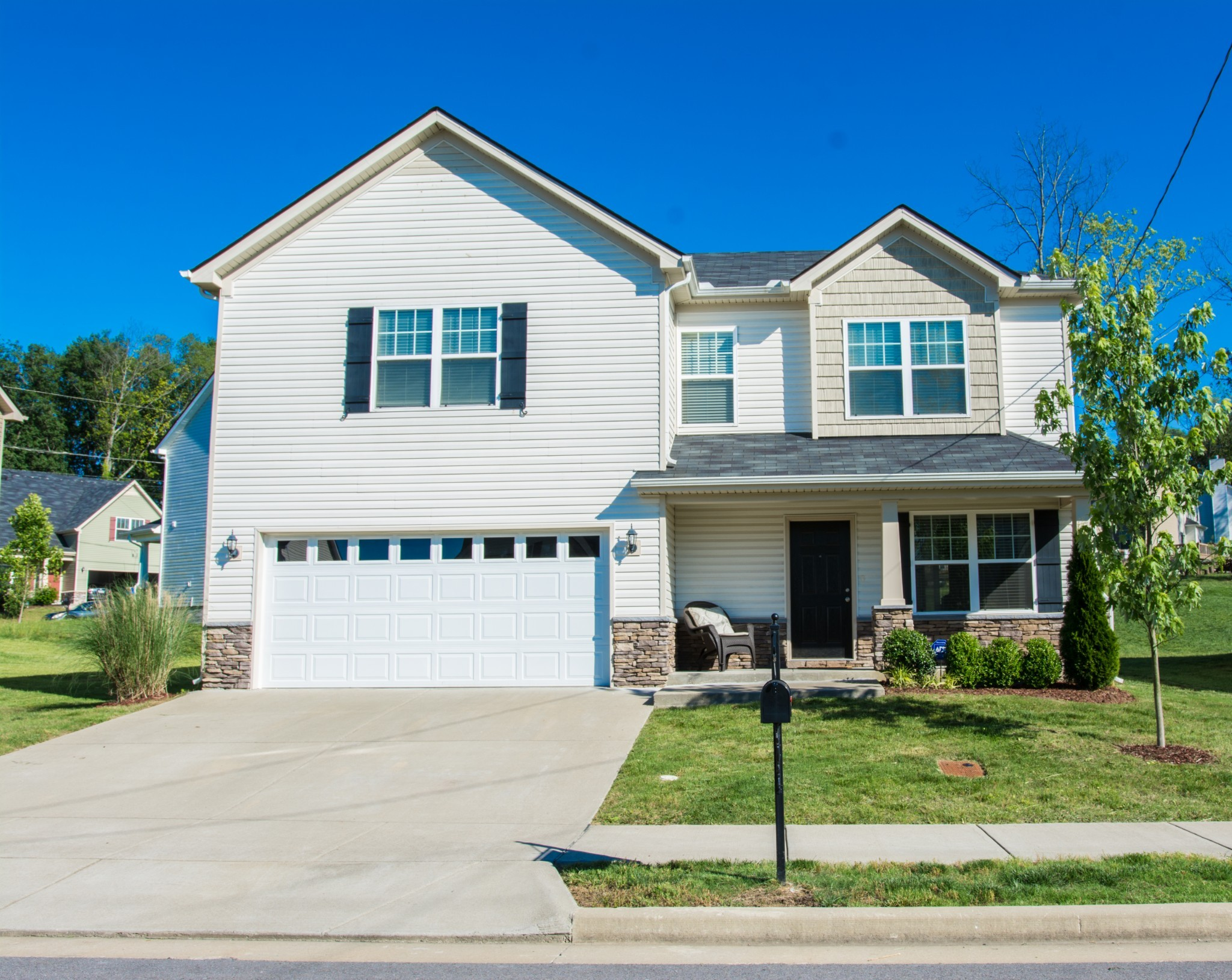 BACK ON THE MARKET!! Contract fell through.  Well maintained 3 bed, 2.5 baths, 2 car garage home with spacious owner's suite on second level.  All kitchen appliances to remain. Easy access to I-24 for Nashville and Rutherford county commutes.  Motivated seller.  This home won't last long.