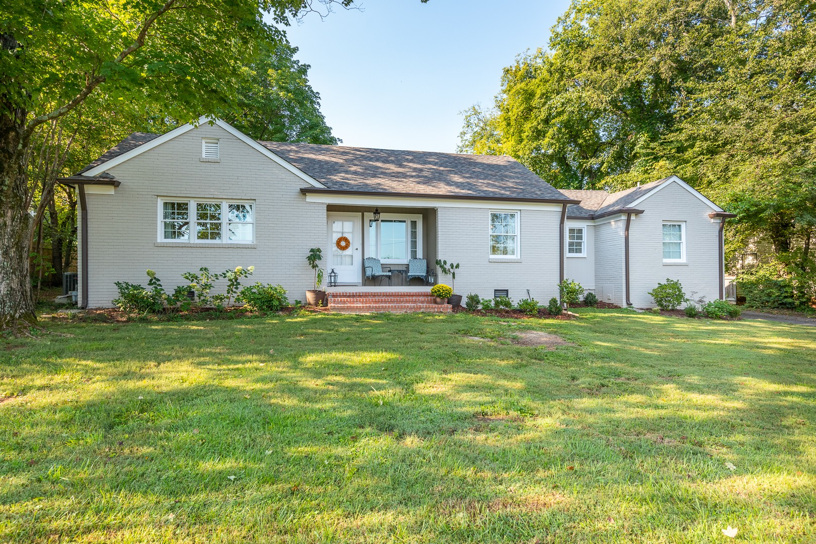 You won't find a better value in Belle Meade Highlands! Fantastic 1 level home in one of Nashville's most desirable areas with so many upgrades - roof, windows, gutters and exterior paint all new in 2020. HVAC and hot water heater new in 2019. Stellar down-to-the-studs primary suite renovation including large bathroom, walk-in closet and vaulted ceilings. Zoned Julia Green and just steps to shopping and restaurants.