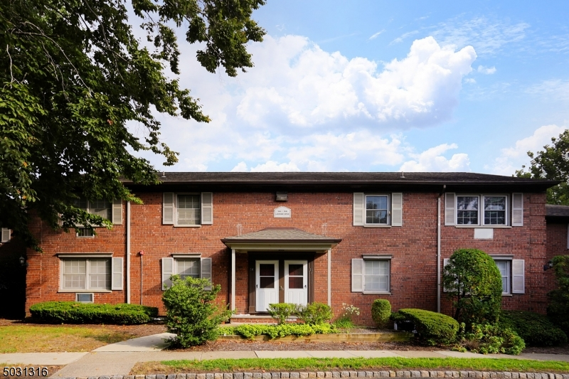 Adorable 1 bedroom upper level condo. Large family/dining room leads into an eat in kitchen. Down the hall is the bedroom with double closets and bathroom.Short distance to shopping & mass transit.