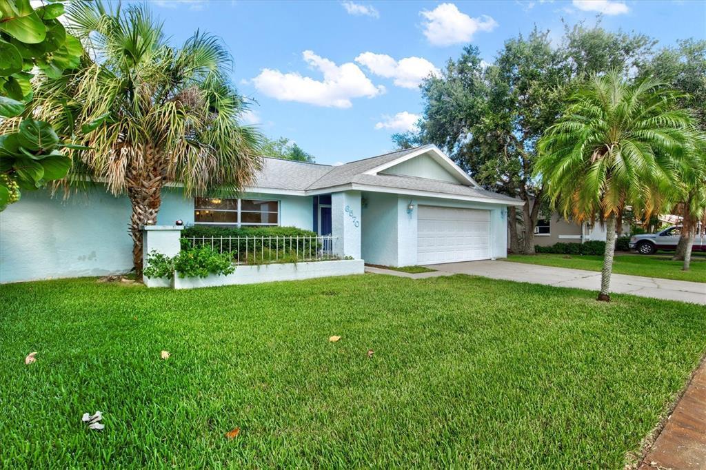 6570 Waterford Circle, Sarasota, FL 34238