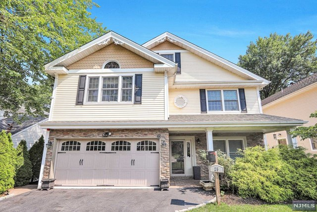 BEAUTIFUL 6 BEDROOM, 4 1/2 BATH COLONIAL ON OVERSIZED LOT. MODERN EAT IN KITCHEN WITH EXCEPTIONAL CENTER ISLAND, CHERRY CABINETS AND STONE COUNTERS. MASTER SUITE BOASTS CATHEDRAL CEILINGS,LARGE WALK IN CLOSET AND MASTER BATH W/JACUZZI TUB AND SEPARATER SHOWER. 2ND FLOOR CONTAINS 4 ADDITIONAL BEDROOMS AND 2 FULL BATHS. 3RD FLOOR OFFERS A 6TH BEDROOM AND FULL BATH.HEATING AND CAC ARE MULTI ZONED,