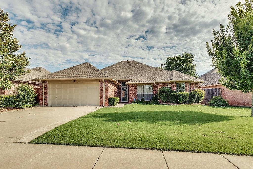 Newer built home in Smoking Oaks.  Great family home with 4 true bedrooms and two baths.  The large formal living area and den provide plenty of room for family and entertaining.  The two dining areas are also perfect for those special meals.  Located close to the Kilpatrick TP which gives you easy access to all parts of OKC.  Located on the growing eastern side of Yukon, this could be your next home.  Don't pass it up.