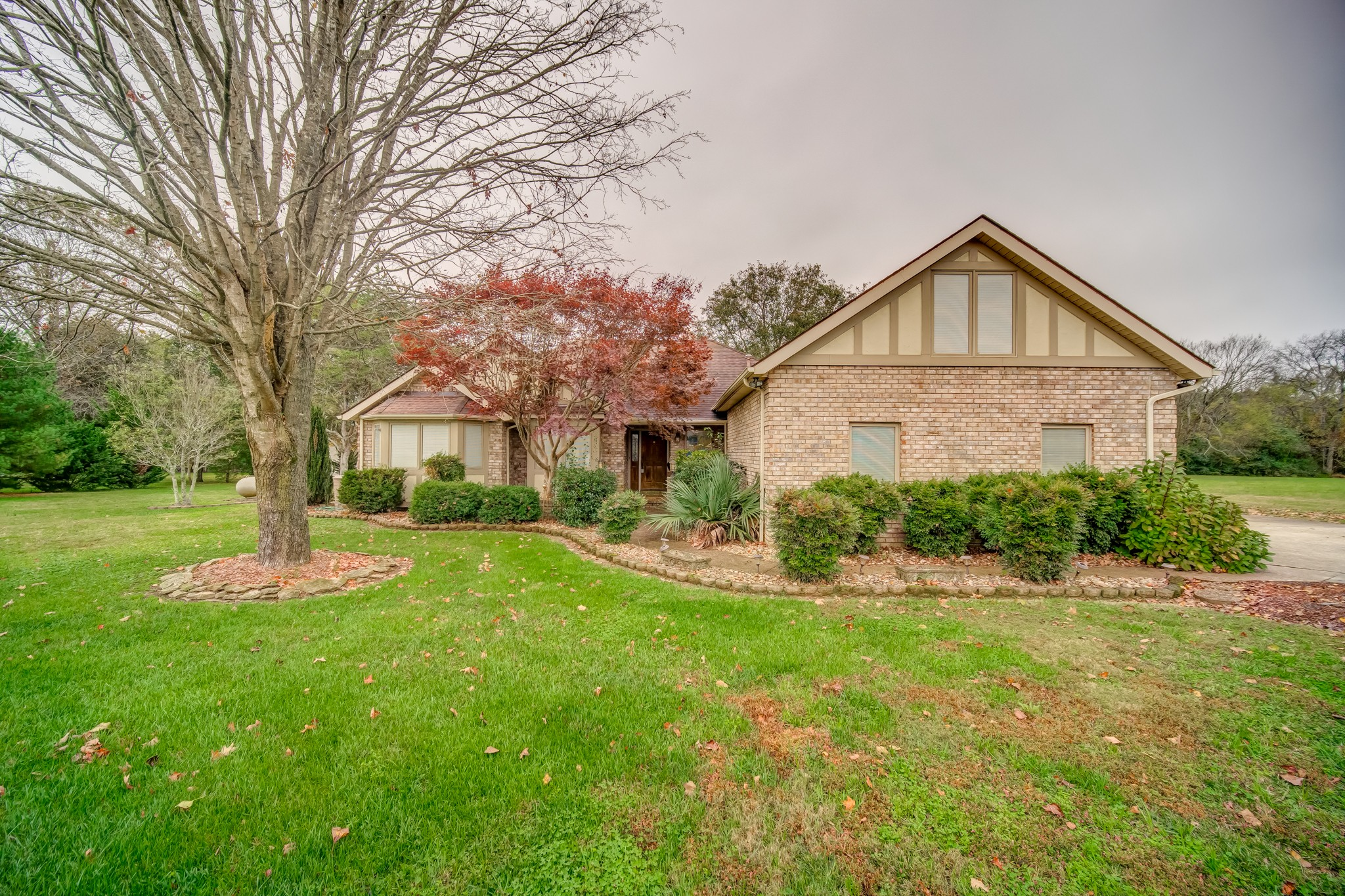 Welcome home. This home offers ample space with a high cathedral ceiling in living room, hardwood floors, 3 bedrooms, a bonus room, and an office. It sits on a level 1 acre lot with a beautiful country setting. Home is perfect for entertainment! No HOA!