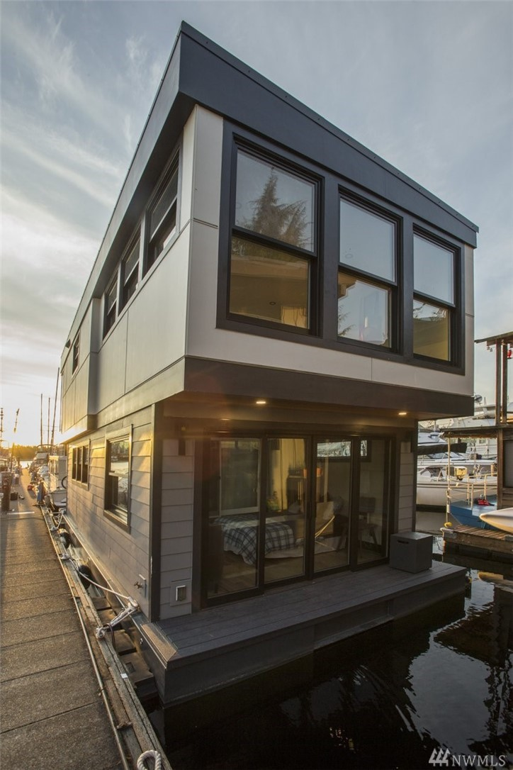 Equinox is a 2 story, 915 square foot newly constructed houseboat that just launched. This modern construction home has 1 bedroom, 3/4 bath, and gorgeous 360 degree natural lighting. The hardwood hickory floors are built with hydronic in floor heating throughout. Located in a cozy houseboat marina on Westlake Ave., this home is walking distance from South Lake Union and Fremont. All high end appliances and luxury fabrication with an aluminum hull and composite siding ensures low maintenance.