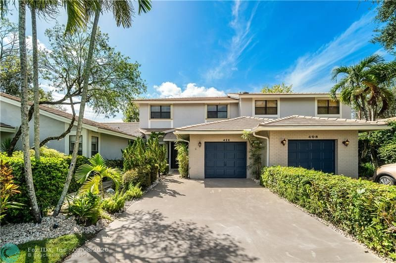 Beautifully updated Townhouse with tile floors, Modern kitchen with SS appliances and pass thru with bar top seating great for entertaining. Volume ceiling in the Living and dining areas, Screened Lanai over looking the Lake from the living space to the upstairs Master Bedroom, Main Bedroom has a Large walk in Closet and Big Bathroom with Roman Tub and separate shower, Dual sinks. Fantastic Community with a public golf course and Tennis for the active outdoor family, Lush landscaping for the evening walks with your pet (2 allowed 50lbs). Great location near Beaches, Restaurants, Shopping and Highways. One car garage, Accordion Shutters, Laundry Room, all bedrooms upstairs.