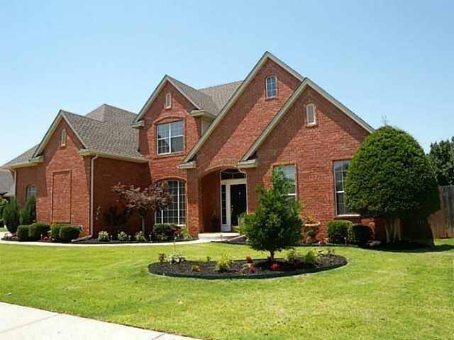 SHORT SALE! Sold AS IS. ADDITIONAL Lien must be paid by buyer in addition to purchase price (see attachments). Offers to be submitted to the bank for approval selection. Offers to be submitted to the bank for approval selection. HOME IS LISTED AT BANK APPROVED PRICING! NEED BUYER!