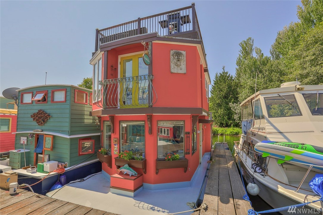 """Welcome to """"Casa Sul Mare"""", your Villa on Lake Union! Enjoy nature, city & water views from any one of your three decks. Artistically designed, open & light-filled, this houseboat features a dramatic living room w. vaulted ceilings & a floating guest/reading loft, large eat-in kitchen, spacious main floor bath, a top floor master bedroom with juliet balcony, lots of clever storage and imaginative details. AND you own your slip! Pet friendly & rentals (30+days) allowed. Next to park & bike trail!"""
