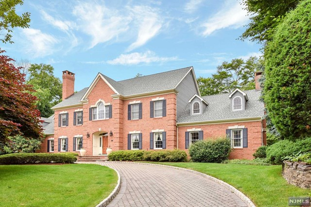 140 Delaware Lane, Franklin Lakes, NJ 07417