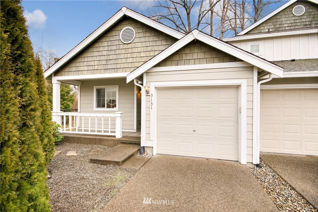 A unique 2 bedroom, 1 bathroom Townhome in the Radiance Community. Enjoy vaulted ceilings with a large livingroom and open kitchen with cherry wood cabinets. Sliding door entry to a private, fenced in backyard with patio. Separate laundry room and attached 1 car garage. Convenient access to I5 and community parks.